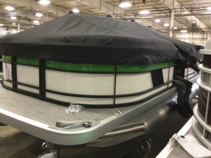 2021 Bennington boat for sale, model of the boat is 23 LSR & Image # 10 of 15