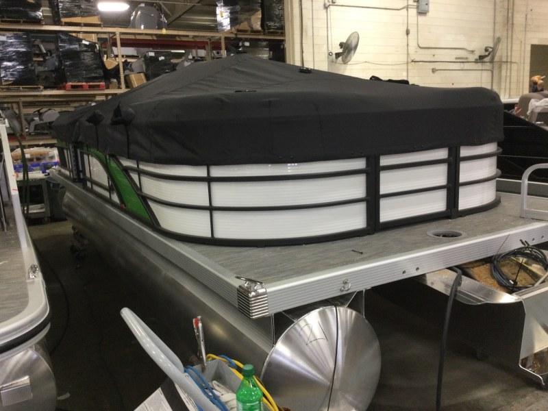 2021 Bennington boat for sale, model of the boat is 23 LSR & Image # 11 of 15