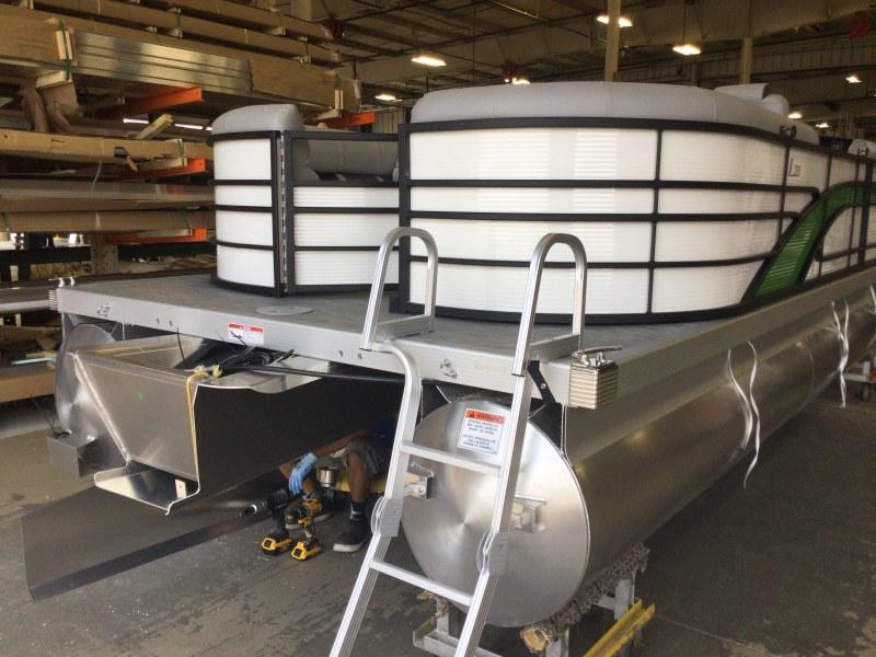2021 Bennington boat for sale, model of the boat is 23 LSR & Image # 12 of 15