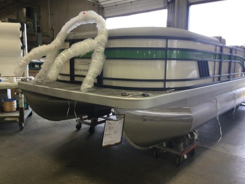 2021 Bennington boat for sale, model of the boat is 23 LSR & Image # 1 of 15