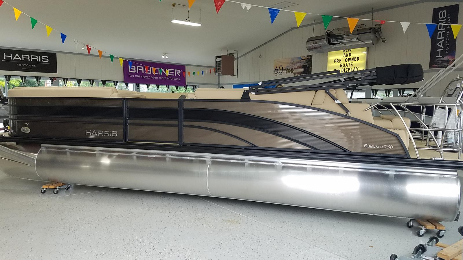 2021 Harris boat for sale, model of the boat is Sunliner 250 & Image # 1 of 17