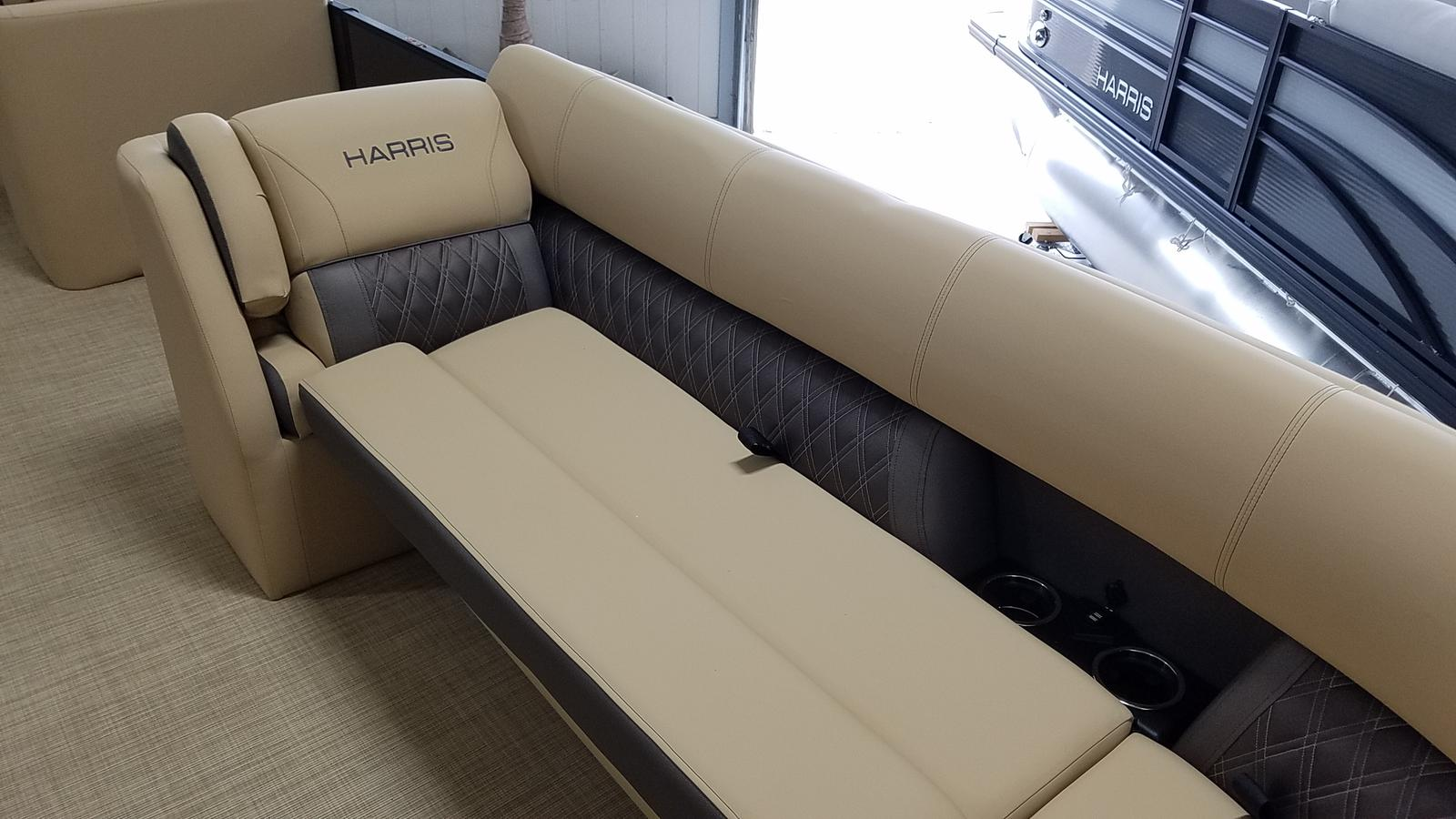 2021 Harris boat for sale, model of the boat is Sunliner 250 & Image # 3 of 17