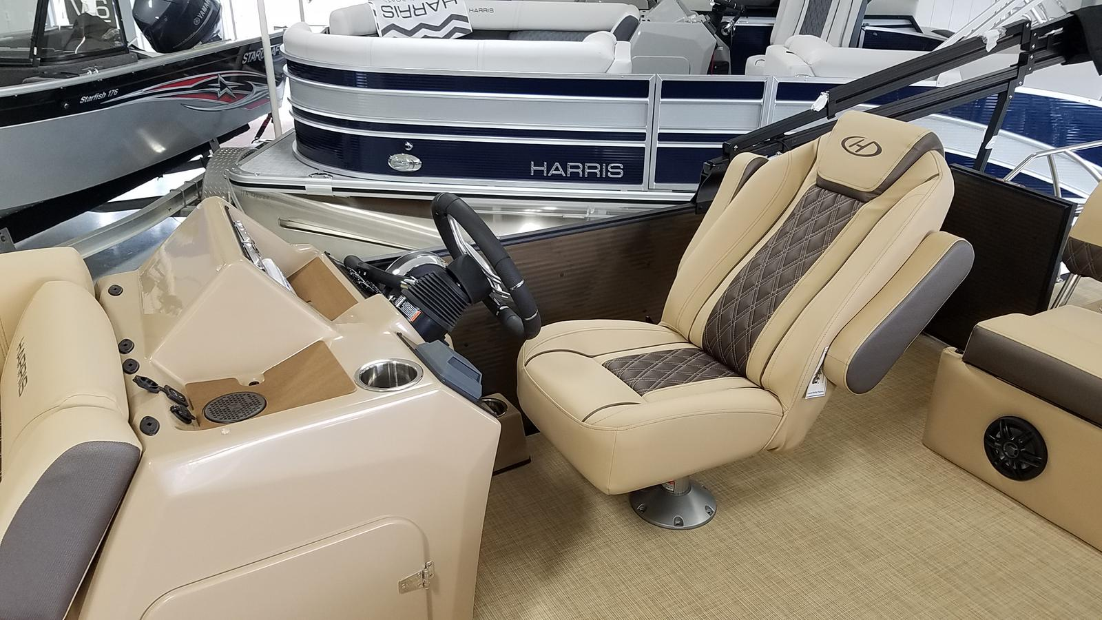 2021 Harris boat for sale, model of the boat is Sunliner 250 & Image # 4 of 17