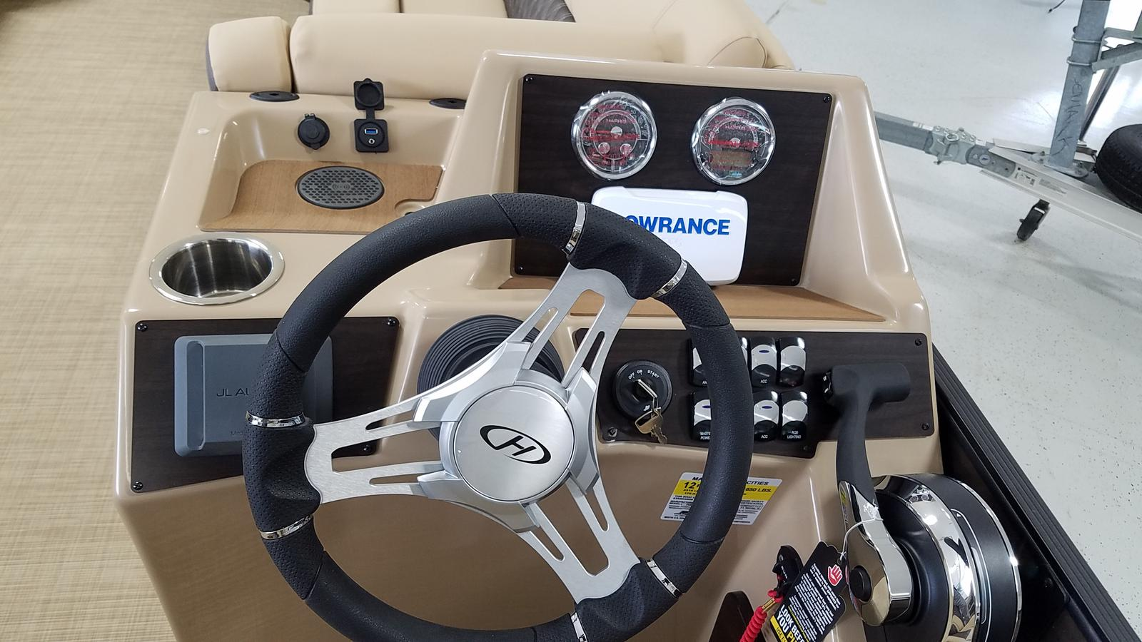 2021 Harris boat for sale, model of the boat is Sunliner 250 & Image # 6 of 17