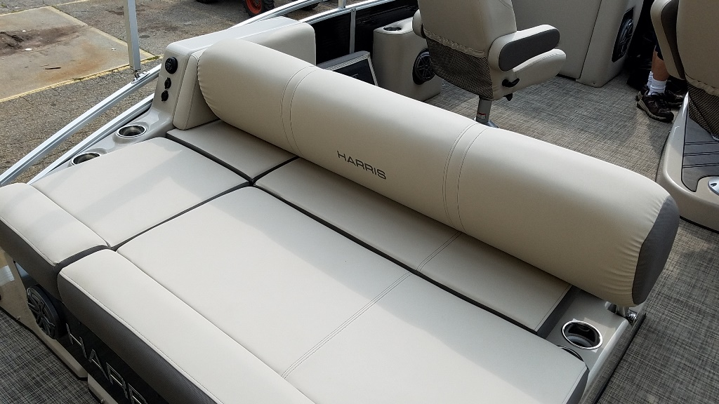 2020 Harris boat for sale, model of the boat is Solstice 250 SLDH & Image # 4 of 11