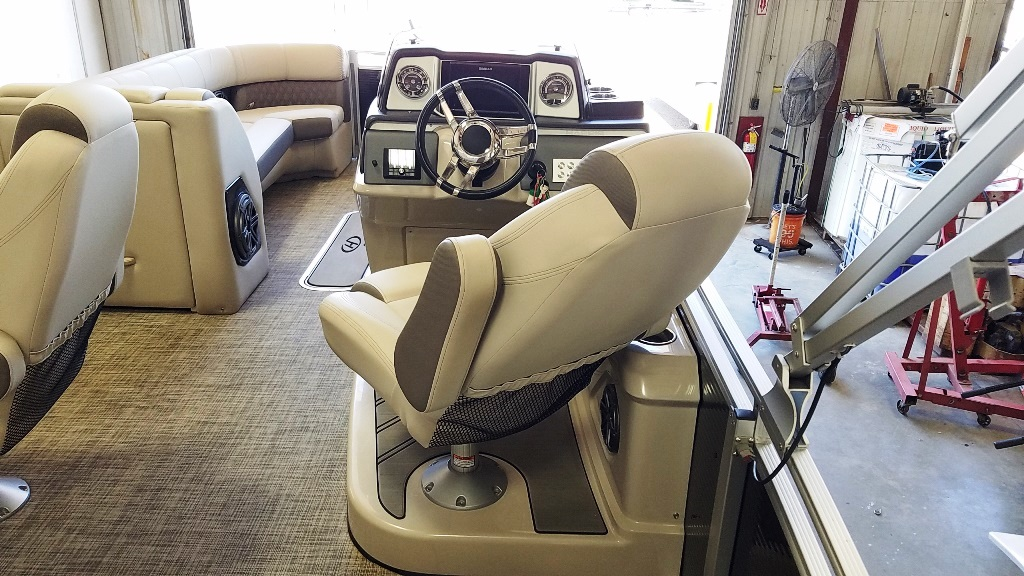 2020 Harris boat for sale, model of the boat is Solstice 250 SLDH & Image # 7 of 11