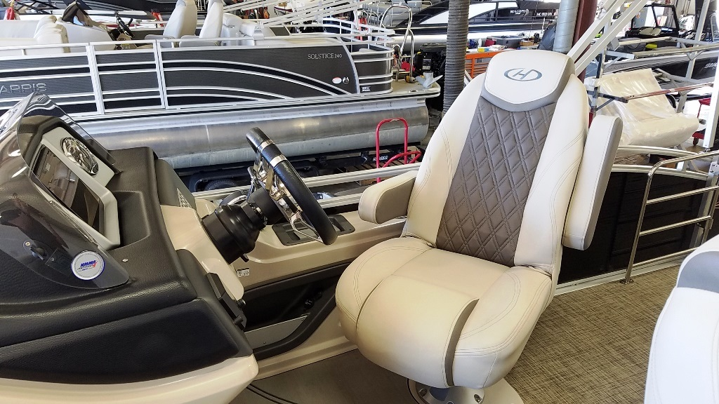 2020 Harris boat for sale, model of the boat is Solstice 250 SLDH & Image # 10 of 11