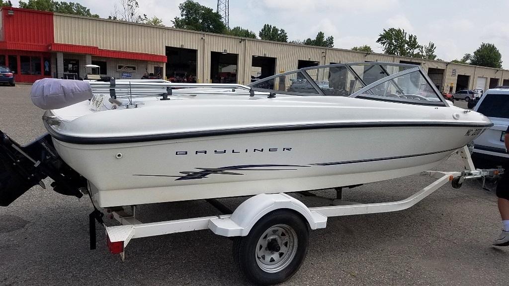 2004 Bayliner boat for sale, model of the boat is 175BR & Image # 3 of 7
