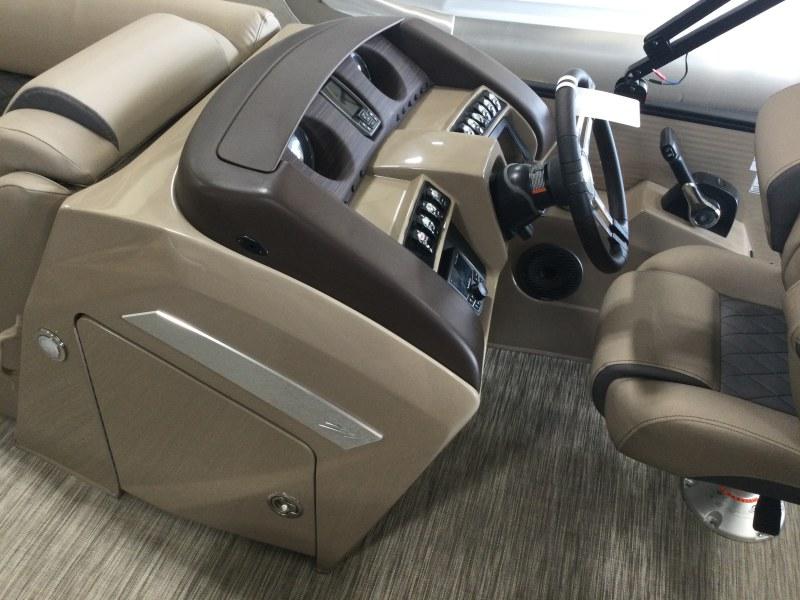 2021 Bennington boat for sale, model of the boat is 23 LSR & Image # 3 of 21
