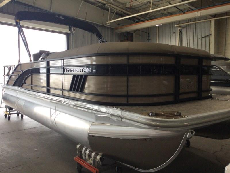 2021 Bennington boat for sale, model of the boat is 23 LSR & Image # 8 of 21