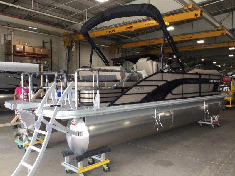 2021 Bennington boat for sale, model of the boat is 23 LSR & Image # 9 of 21