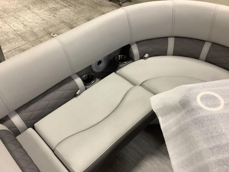 2021 Bennington boat for sale, model of the boat is 23 LSR & Image # 9 of 15