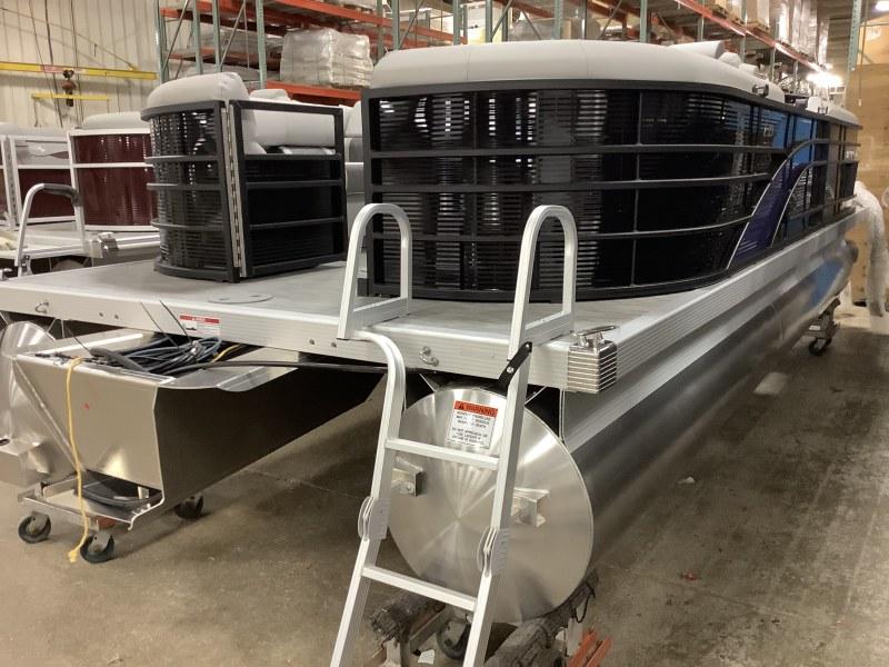 2021 Bennington boat for sale, model of the boat is 23 LSR & Image # 14 of 15