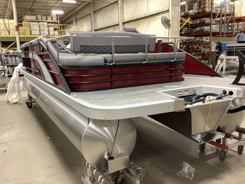2021 Bennington boat for sale, model of the boat is 23 LSB & Image # 9 of 12