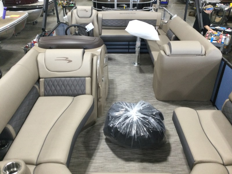 2021 Bennington boat for sale, model of the boat is 23 LXSB & Image # 6 of 15