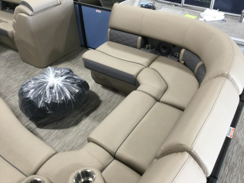 2021 Bennington boat for sale, model of the boat is 23 LXSB & Image # 7 of 15