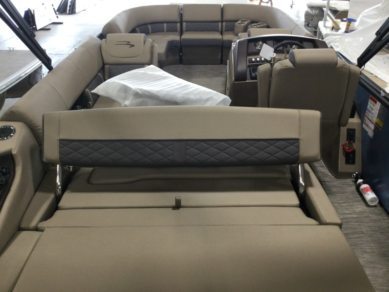 2021 Bennington boat for sale, model of the boat is 23 LXSB & Image # 8 of 15