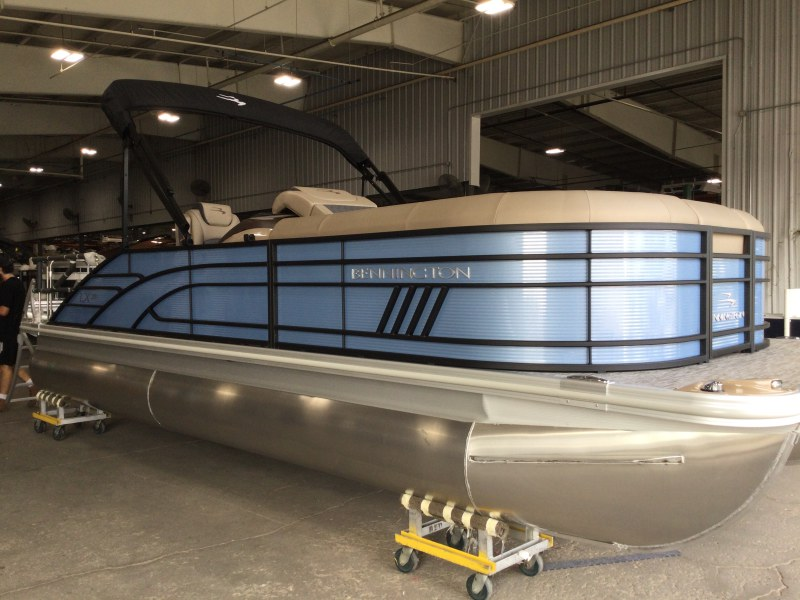 2021 Bennington boat for sale, model of the boat is 23 LXSB & Image # 1 of 15