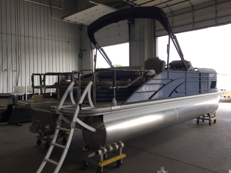 2021 Bennington boat for sale, model of the boat is 23 LXSB & Image # 11 of 15