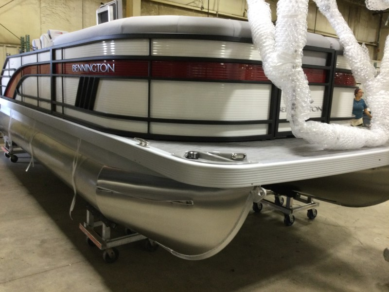 2021 Bennington boat for sale, model of the boat is 21 LSB & Image # 2 of 13