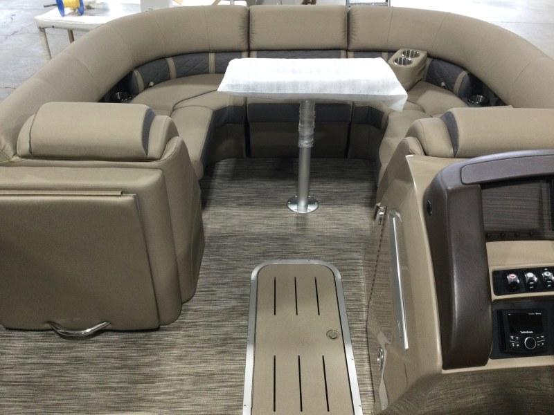 2021 Bennington boat for sale, model of the boat is 23 LXSR & Image # 4 of 15