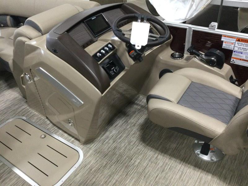 2021 Bennington boat for sale, model of the boat is 23 LXSR & Image # 5 of 15