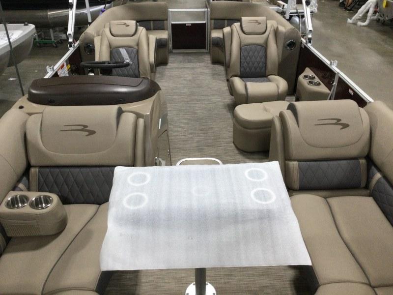 2021 Bennington boat for sale, model of the boat is 23 LXSR & Image # 9 of 15