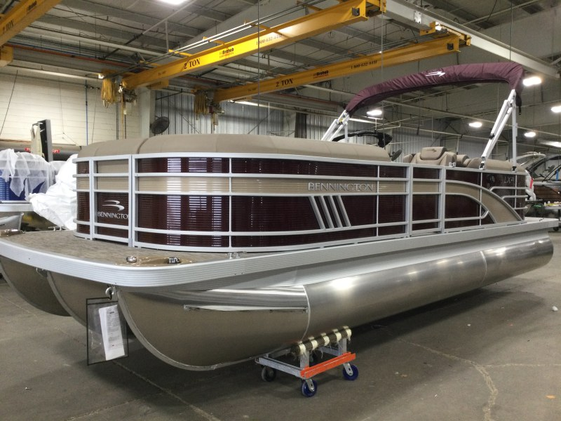 2021 Bennington boat for sale, model of the boat is 23 LXSR & Image # 1 of 15