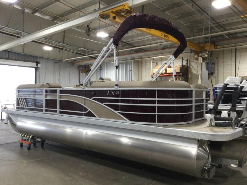 2021 Bennington boat for sale, model of the boat is 23 LXSR & Image # 10 of 15
