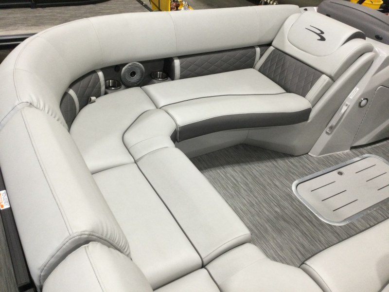 2021 Bennington boat for sale, model of the boat is 23 LXSB & Image # 3 of 15