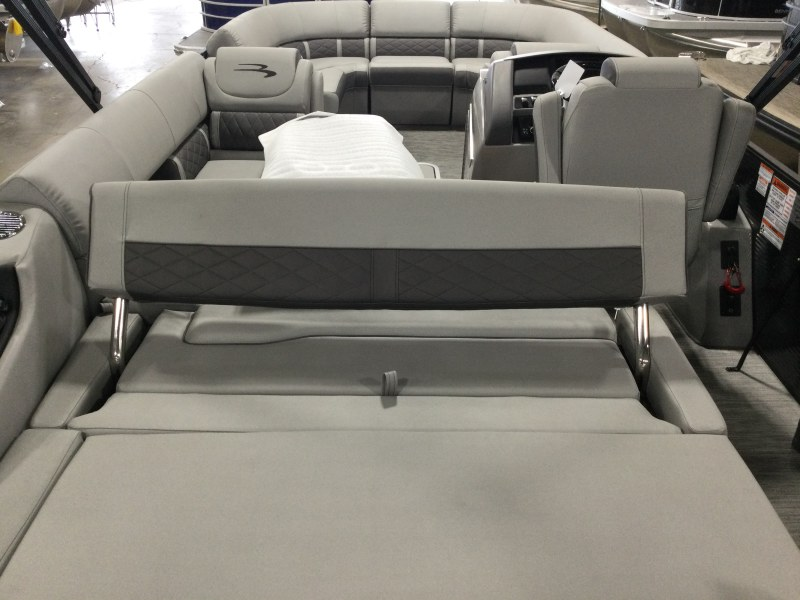 2021 Bennington boat for sale, model of the boat is 23 LXSB & Image # 5 of 15