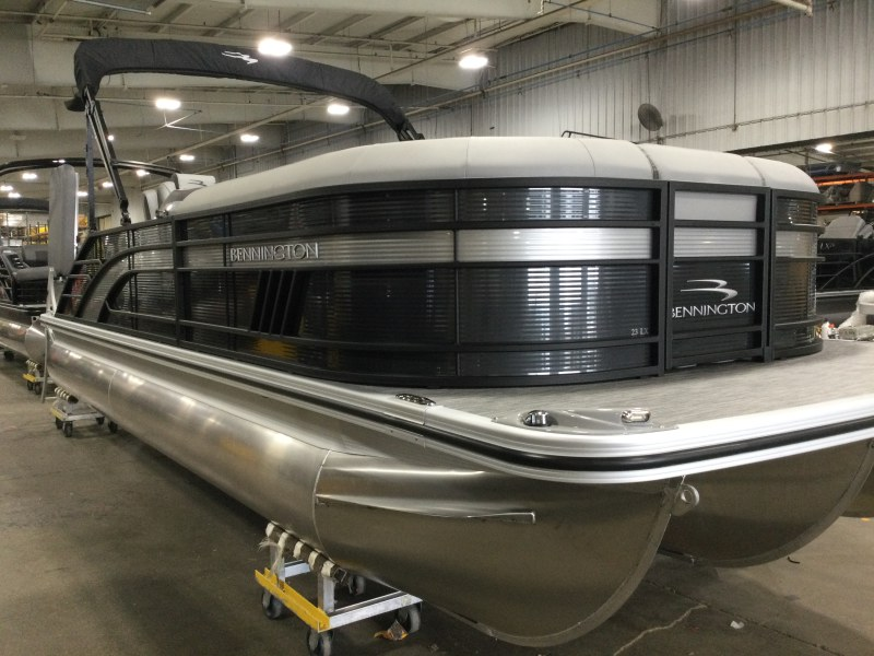 2021 Bennington boat for sale, model of the boat is 23 LXSB & Image # 9 of 15