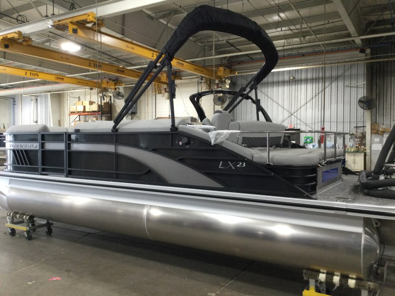 2021 Bennington boat for sale, model of the boat is 23 LXSB & Image # 10 of 15