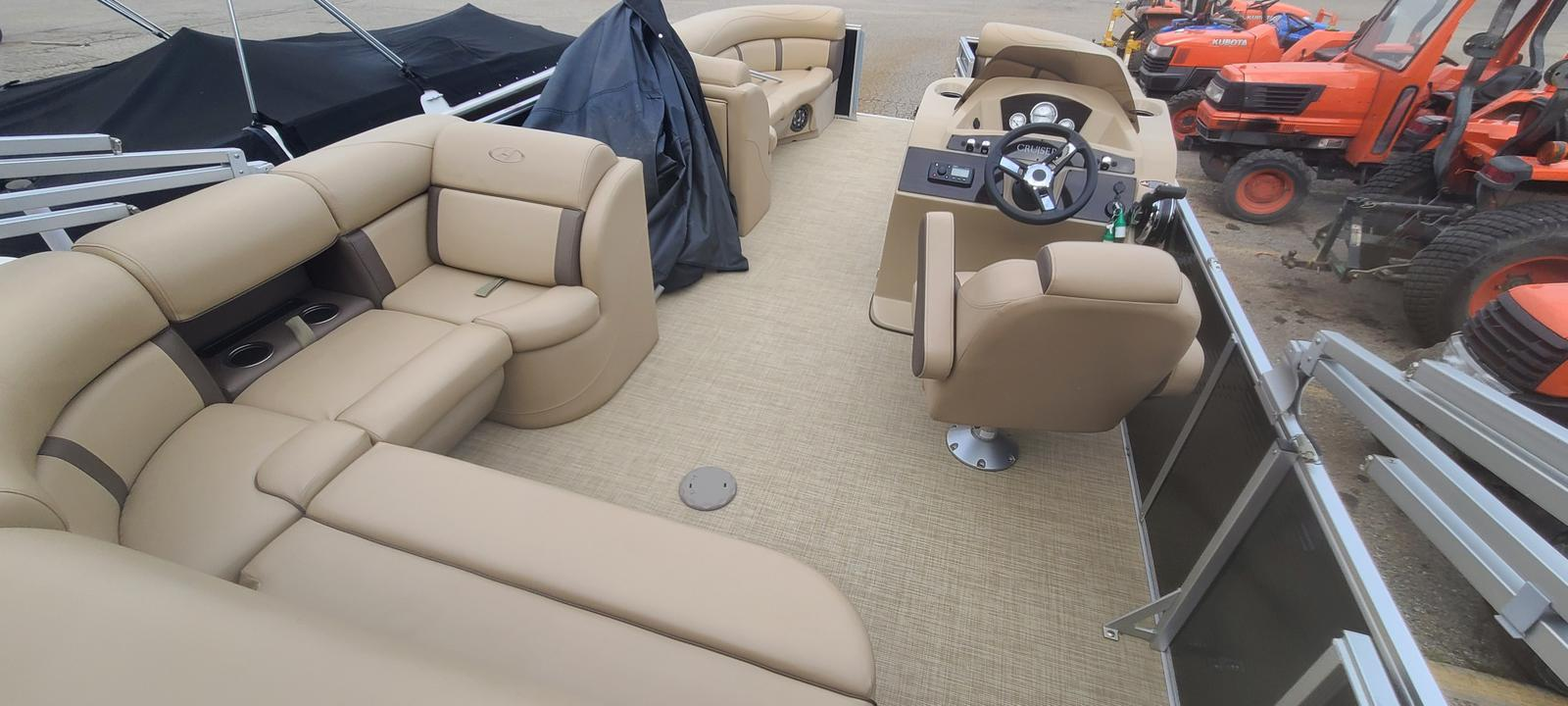 2019 Harris boat for sale, model of the boat is Cruiser 230 & Image # 7 of 10