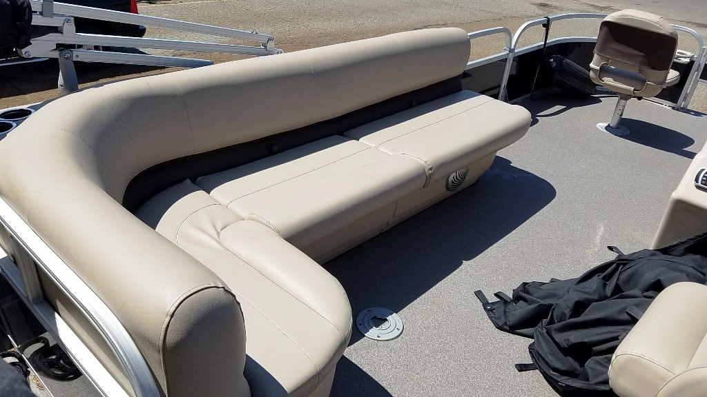 2017 Sun Tracker boat for sale, model of the boat is FISHIN' BARGE 20 DLX & Image # 5 of 10