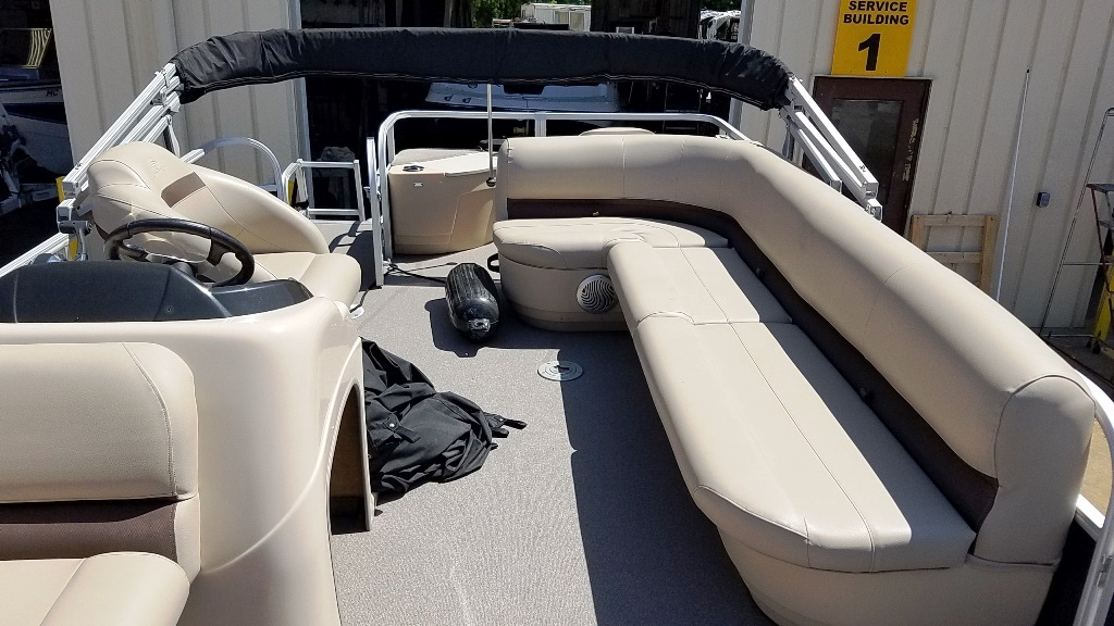 2017 Sun Tracker boat for sale, model of the boat is FISHIN' BARGE 20 DLX & Image # 9 of 10