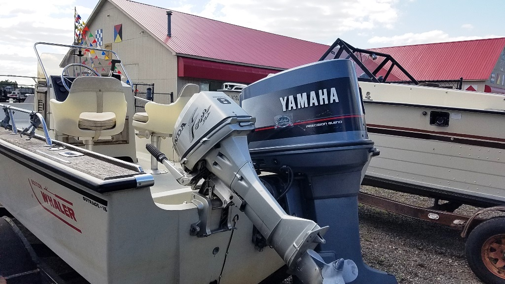 1986 Boston Whaler boat for sale, model of the boat is Outrage 18 & Image # 3 of 8
