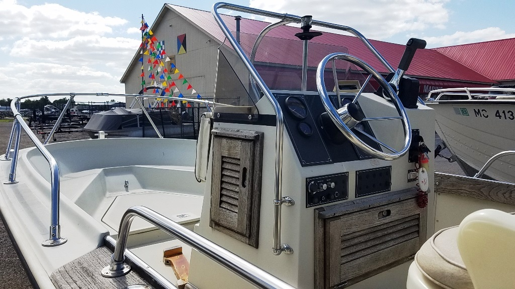 1986 Boston Whaler boat for sale, model of the boat is Outrage 18 & Image # 5 of 8