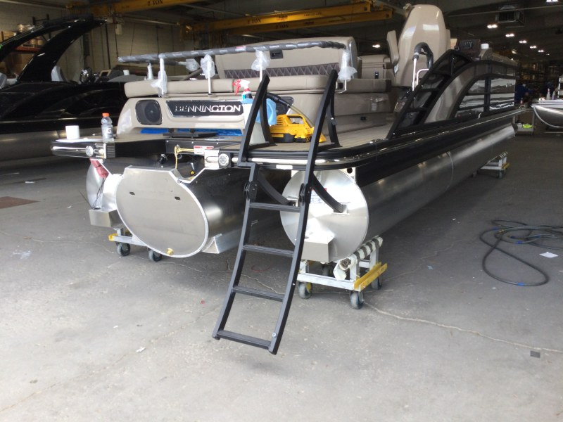 2021 Bennington boat for sale, model of the boat is 25 RSB & Image # 2 of 23