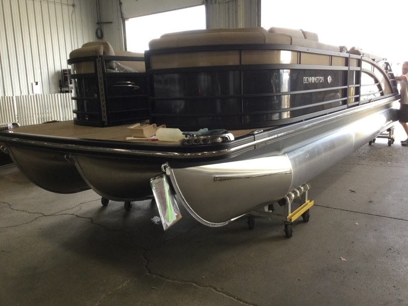2021 Bennington boat for sale, model of the boat is 25 RSB & Image # 3 of 23