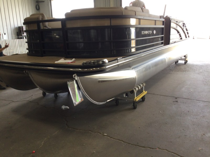 2021 Bennington boat for sale, model of the boat is 25 RSB & Image # 1 of 23