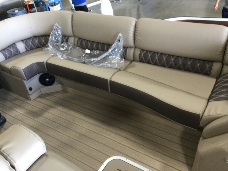 2021 Bennington boat for sale, model of the boat is 25 RSB & Image # 7 of 23