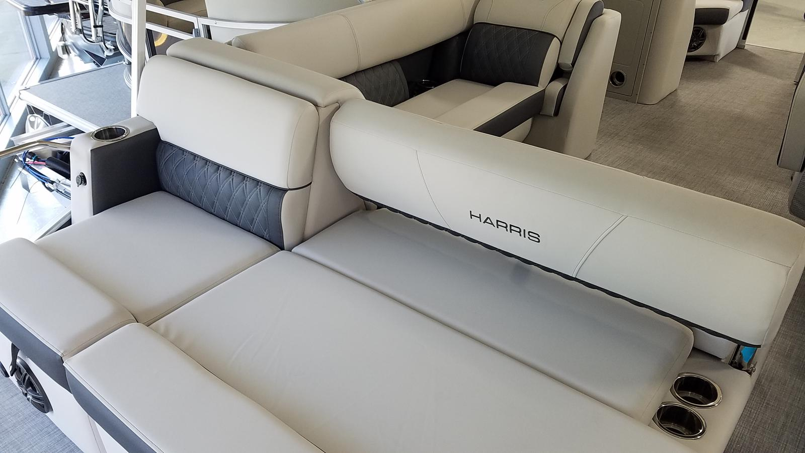 2021 Harris boat for sale, model of the boat is Sunliner 210 & Image # 4 of 17