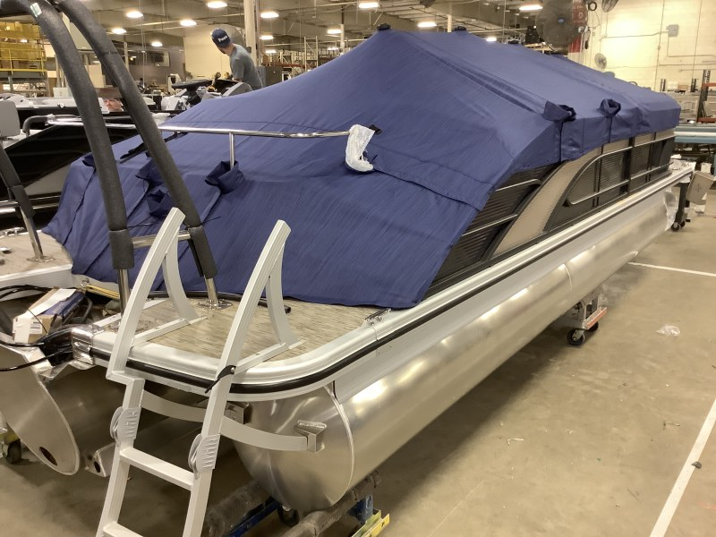 2021 Bennington boat for sale, model of the boat is 23 LSB & Image # 9 of 13