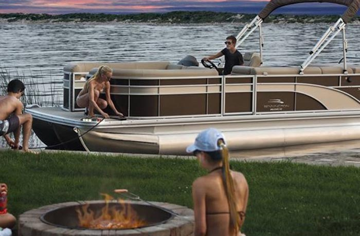 Bennington SXP Series Pontoon Boats