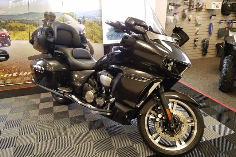 Granite Gray 2018 Yamaha Star Venture Transcontinental Touring Option