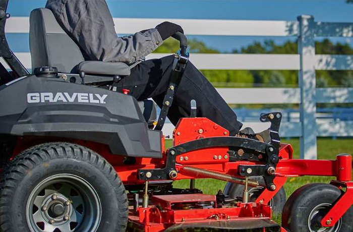 Gravely Pro Turn 400 Mowers