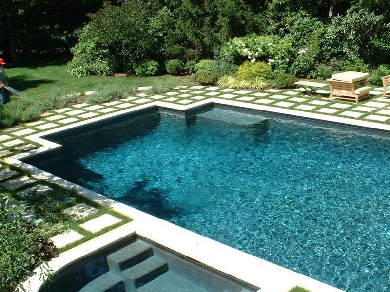 There Is A Difference In The Way Your Pool Is Cared For!