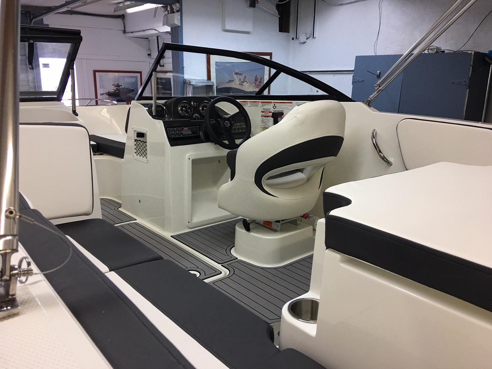 2019 Bayliner boat for sale, model of the boat is VR4 Bowrider & Image # 2 of 21