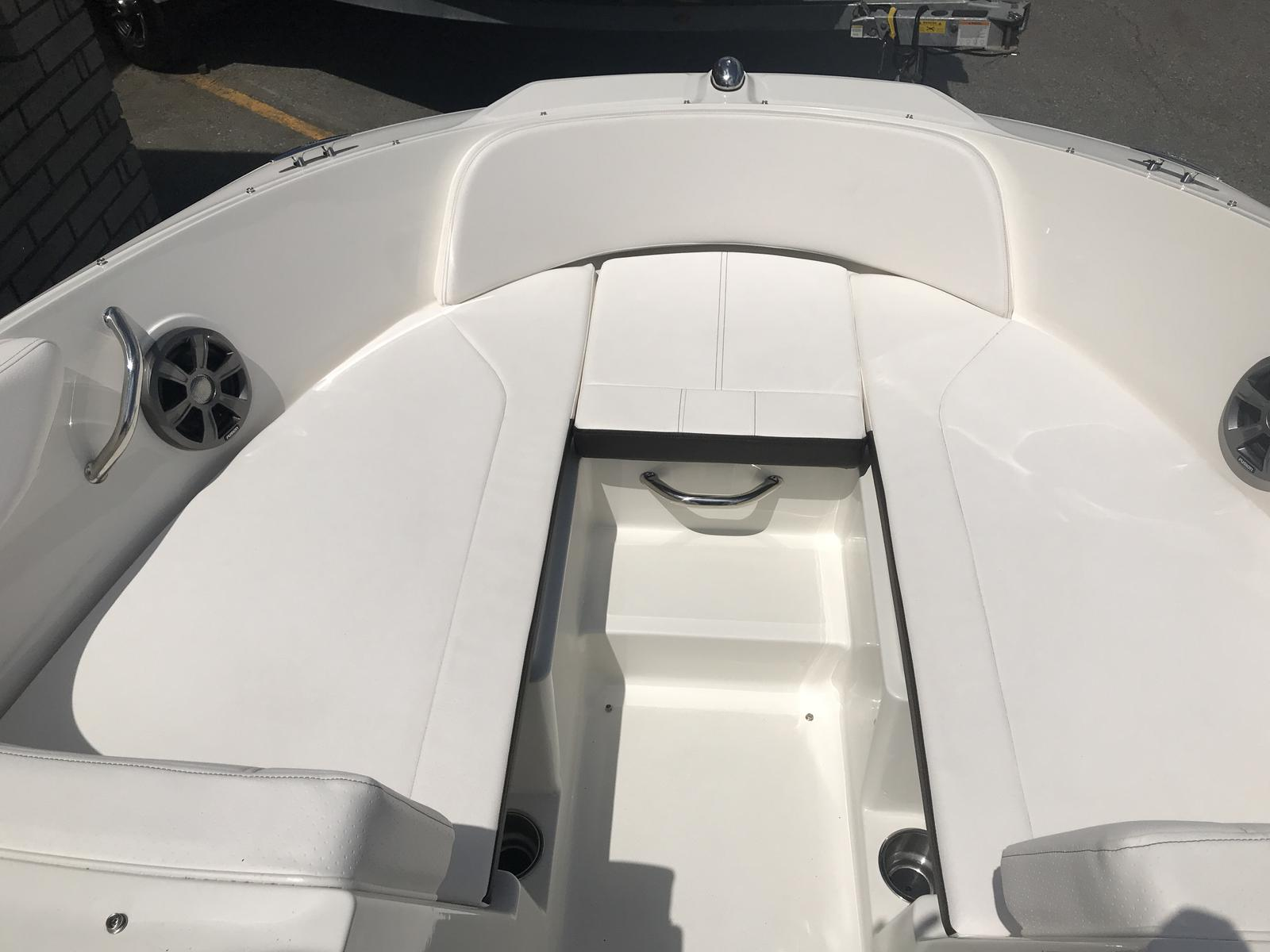 2019 Sea Ray boat for sale, model of the boat is SPX 190 & Image # 5 of 14